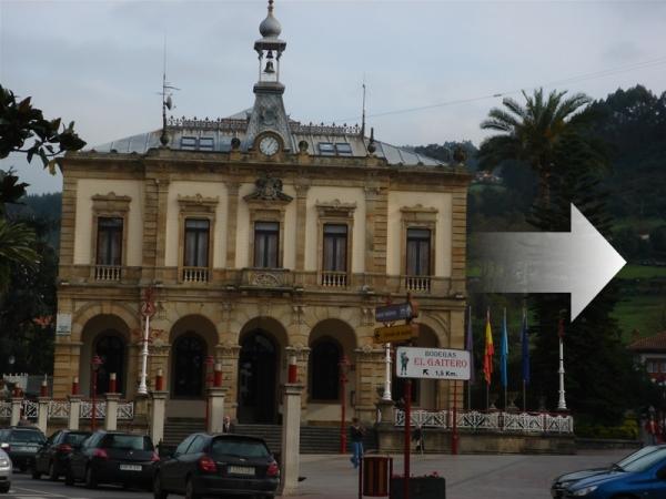 Ayuntamiento a la derecha